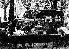 Biblioteca Itinerante, criada pelo Departamento de Cultura da cidade de São Paulo, na década de 1930